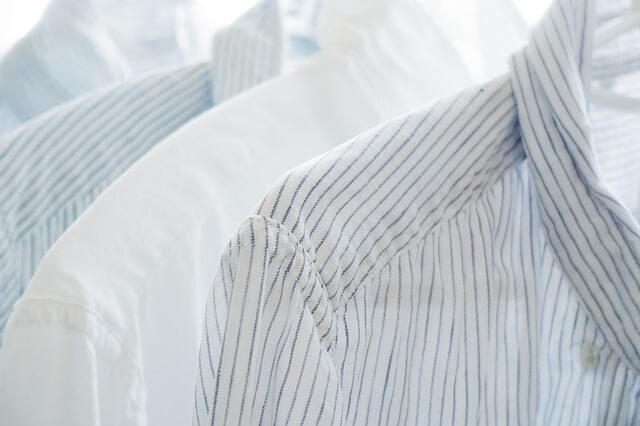 暇つぶしで白シャツ