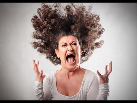 叫んでる女の人