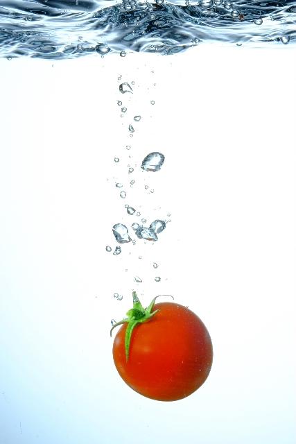落ちるミニトマト